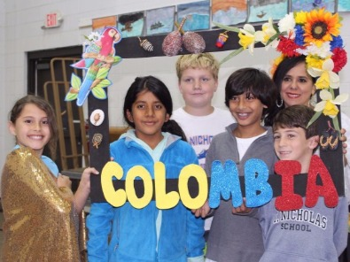 group of students with Colombia sign frame